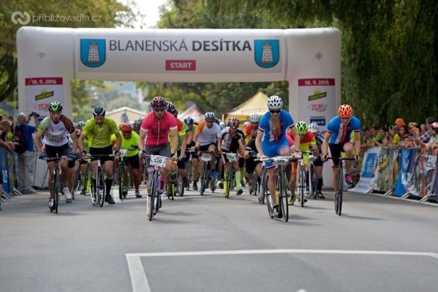 Start hlavního závodu na 10 km –Blanenská desítka 2016
