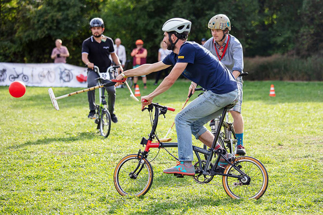Bike polo na Bromptonech na Festivalu Cyklospecialit 2018   Foto Radek Brunecký