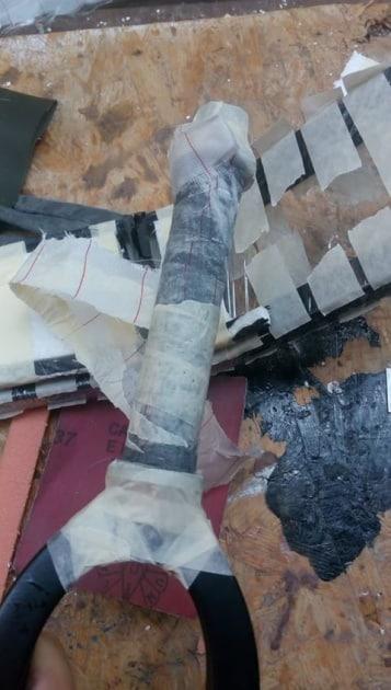 Na výrobu hlavovej rúrky som použil vidlicu K5. Krk som najprv obalil papierom a potom igelitom a na to som navinul asi 3 vrstvy karbónu natretého živicou a nakoniec strhávačka | Foto Maroš Lenčéš