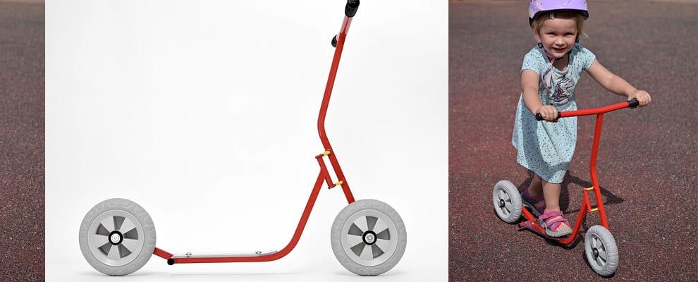 Chcete-li svého mrňouse vést ke koloběhu co nejdříve, řekněme od dvou až tří let, budete mít problém s vhodným strojem. Což o to, odrážedlo seženete v pohodě, ale koloběžku? Výrobci s tak malými dětmi zkrátka moc nepočítají. Jedna světlá výjimka by se ale přesto našla, unikátní dětská koloběžka K-bike K2.
