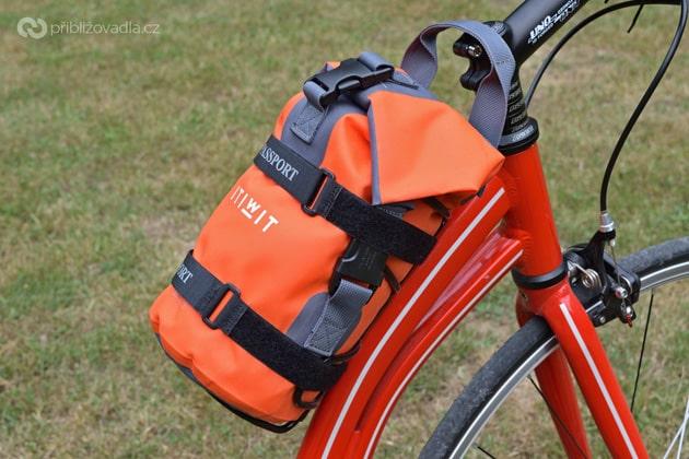 Košík Passport Lug-kage s 5l loďáčkem z Decathlonu