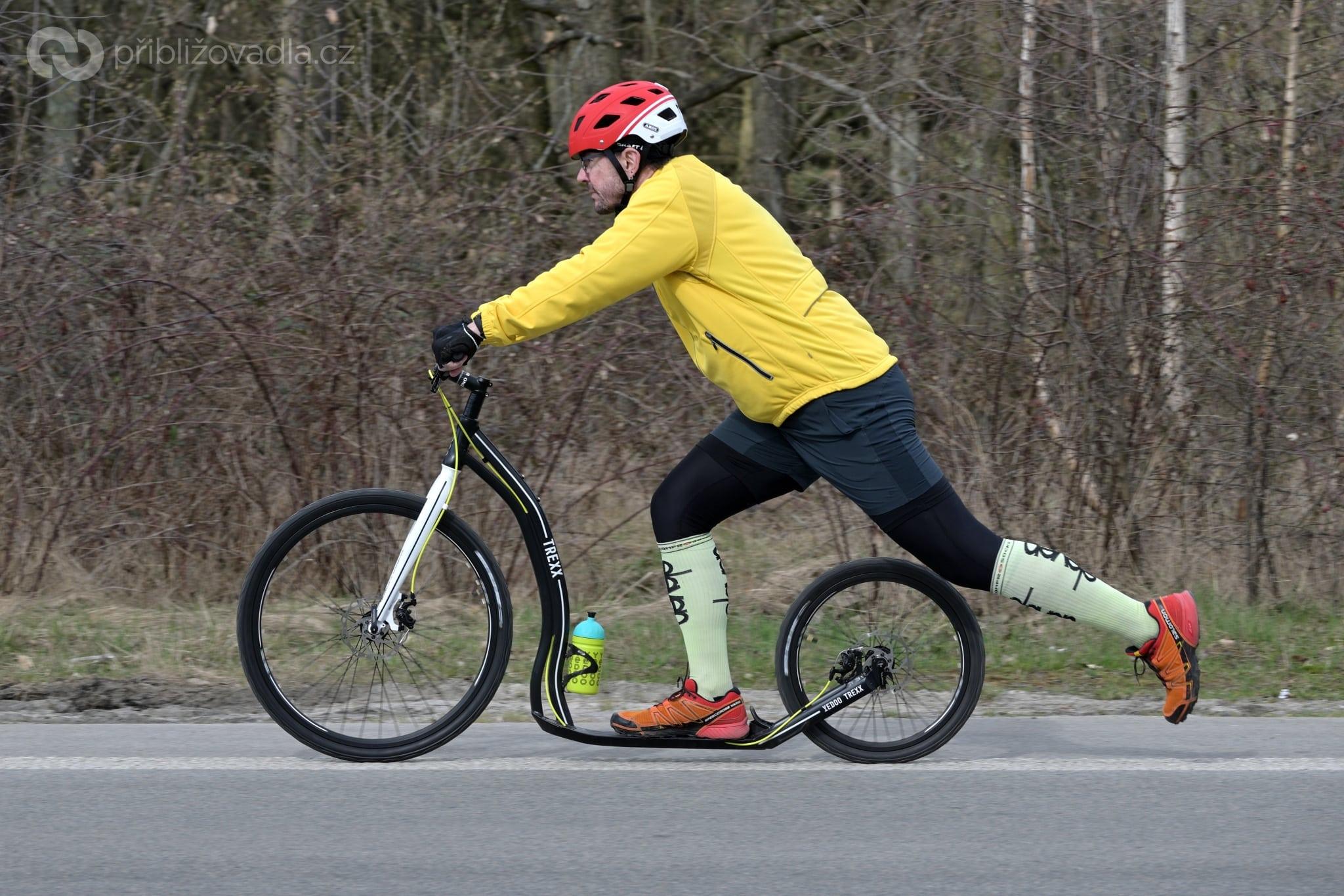 Yedoo Trexx Disc, obutý na pláštích Kenda Kwick Roller Sport, jede jako pila!